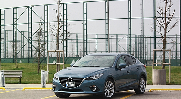 Test - Mazda3 Sedan 1.5 Skyactiv