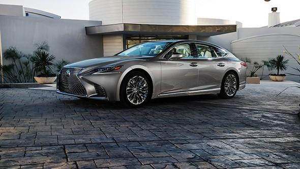 Lexus LS yenilenen yüzünü Detroit'de gösterdi