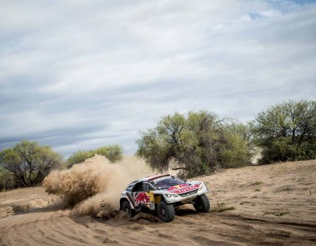 Peugeot Dakar'da podyumu kapattı