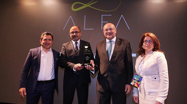 """Renault bir kez daha  """"En İyi Müşteri Deneyimi"""" ödülünü kazandı"""
