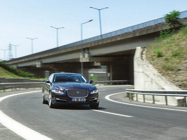 Sürüş İzlenimi – Jaguar XJ LWB 2.0 Si4