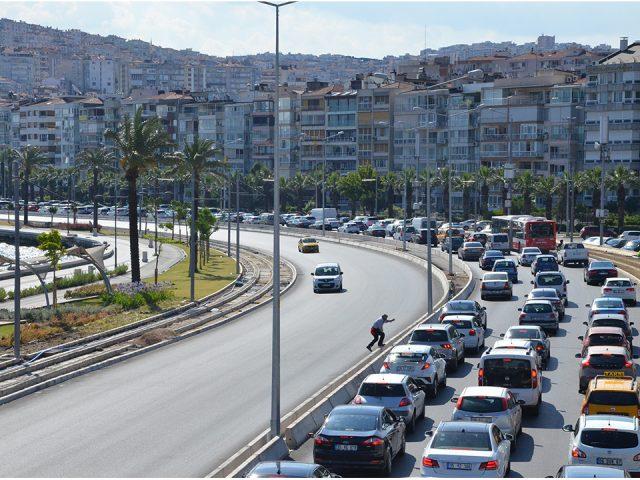 İzmir trafik yoğunluğunda İstanbul'u geçti