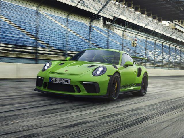 Porsche makyajlanan 911 GT3 RS'in örtüsünü kaldırdı