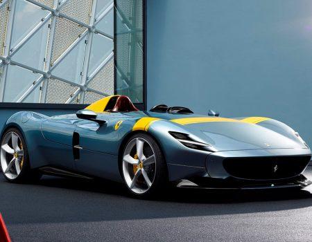 Ferrari, Monza SP1 ve SP2 modellerinin örtüsünü kaldırdı