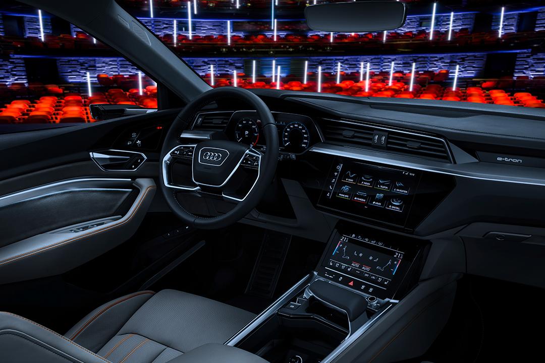 Audi'den araç içi sinema sistemi