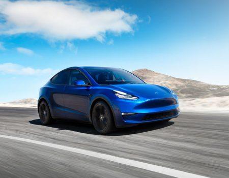 Tesla yeni SUV'unu tanıttı