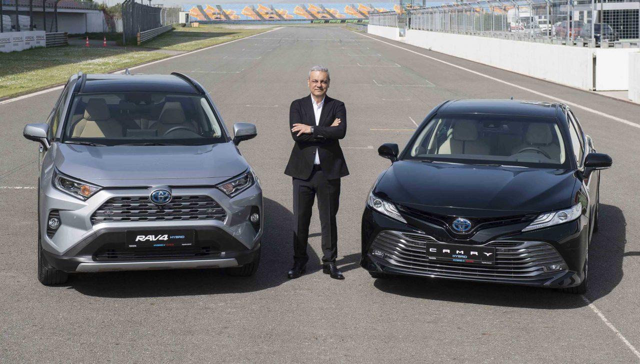 Toyota Türkiye'de Hibrit Ürün Gamını Yeni Camry Hybrid ve Yeni RAV4 Hybrid ile Genişletti
