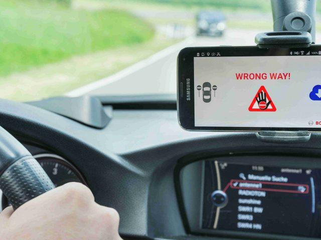 Bosch'tan Yanlış Yönde Giden Sürücü Uyarı Sistemi