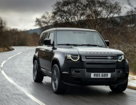Yeni Land Rover Defender 520 HP'lik V8 Motora Kavuştu