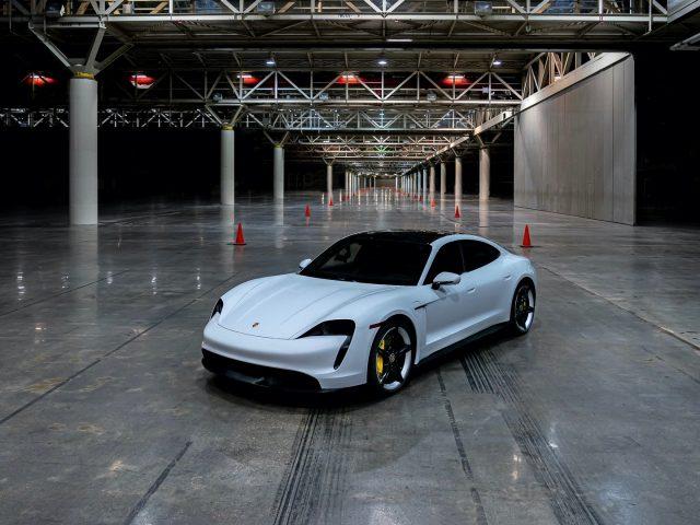 Porsche Taycan Turbo S Kapalı Alanda En Hızlı Araç Rekorunu Kırdı