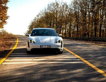 Porsche, Tüm Elektrikli Otomobiller İçin Türkiye'ye Şarj Ağı Kurdu