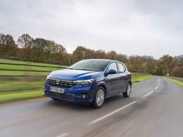 """Dacia """"Yılın En İtibarlı Ticari Otomotiv Markası"""" Seçildi"""