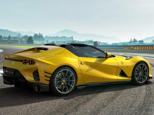 V12'nin Muhteşemliğini Bize Hatırlatan Ferrari 812 Competizione Tanıtıldı