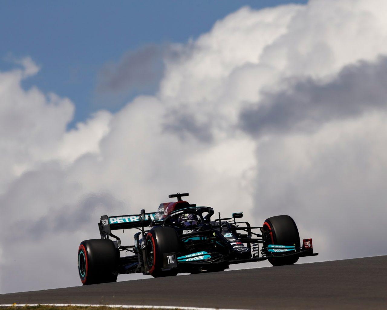 Formula 1'de Hamilton kazandı, Bottas üçüncü oldu